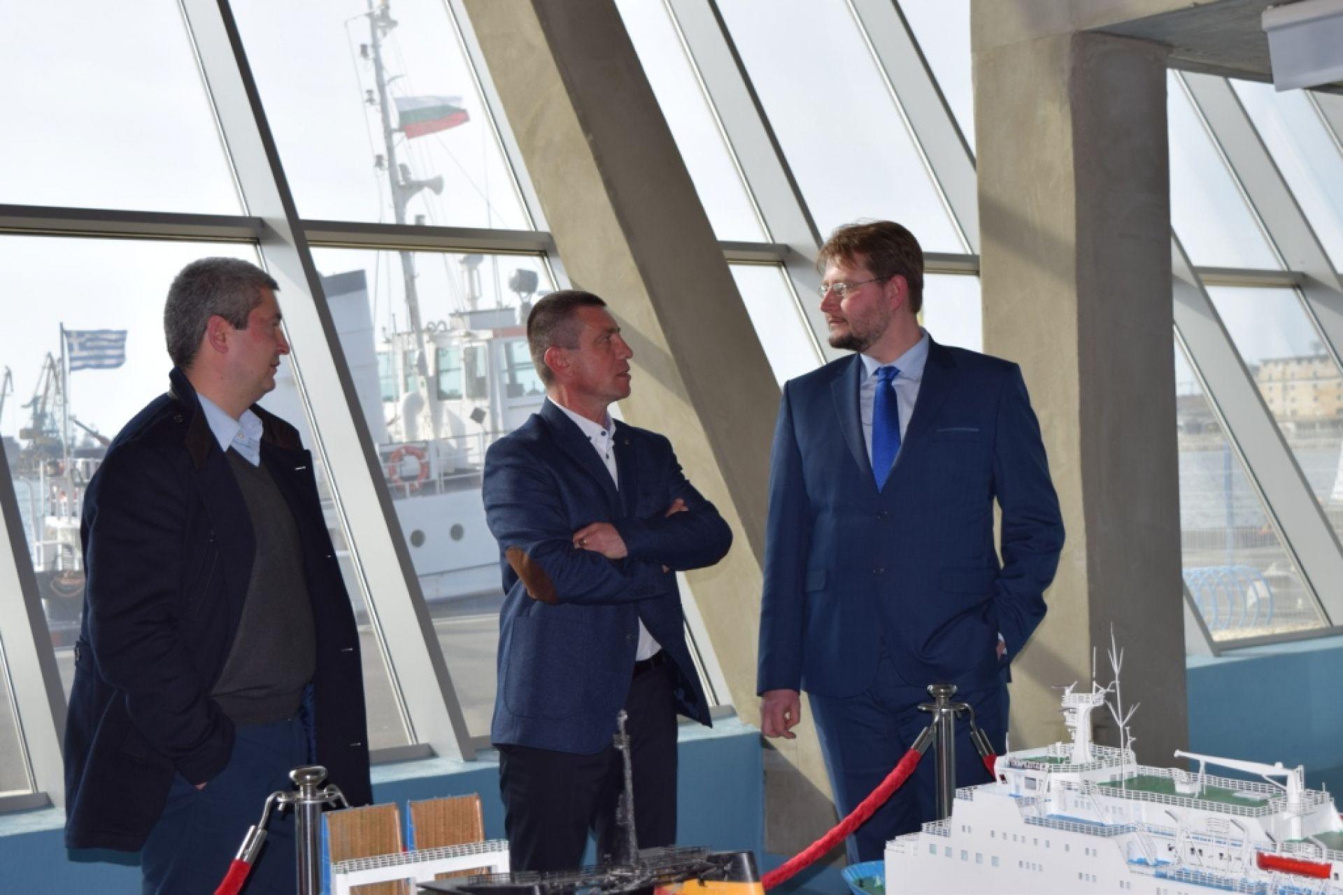Министърът на икономиката посети Пристанище Бургас