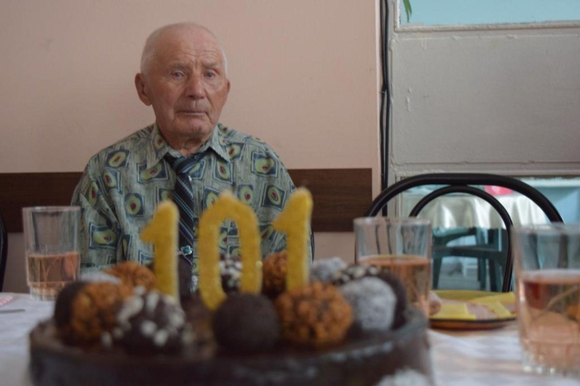 Дядо Никола отпразнува 101-вия си рожден ден в бургаското пристанище - 01.08.2019