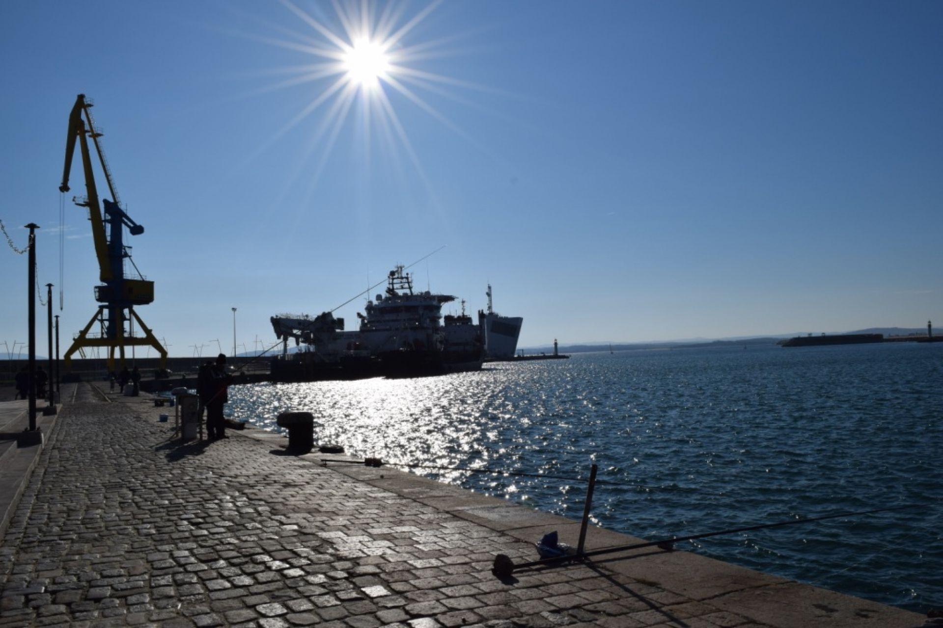 В Пристанище Бургас почетоха Свети Николай Чудотворец - 06.12.2017